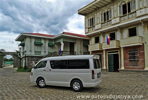 toyota hiace super grandia car reviews