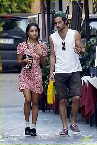 Penn Badgley & Zoe Kravitz: Kisses in Rome! | Photo 600822 ...