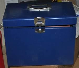 Range Document Metal : photo valise range documents en m tal avec dossiers susp ~ Teatrodelosmanantiales.com Idées de Décoration