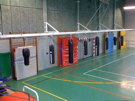 portique mural pour 4 sacs de frappe sportcom