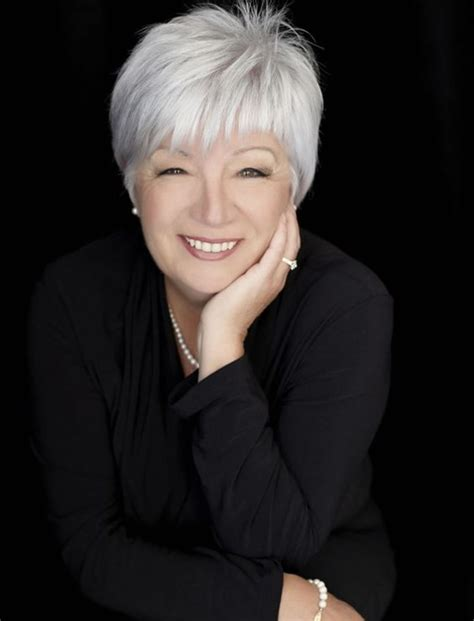 Fashionable Short Haircuts for Older Women Over 60 The