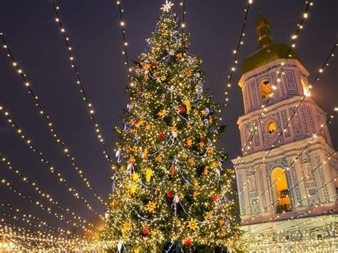 photos of 25 stunning christmas light displays around the