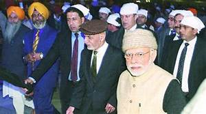PM Modi's security in a tizzy as crowds mob him at Golden ...