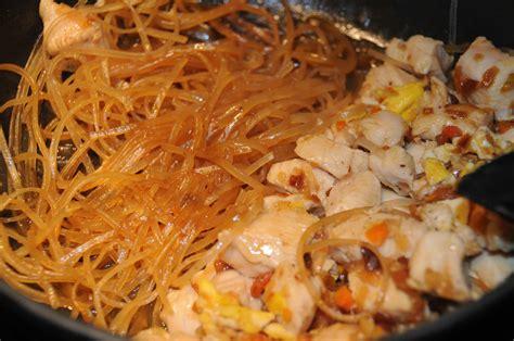 cuisine chinoise recette de pad thaï nouilles de riz sautées au poulet
