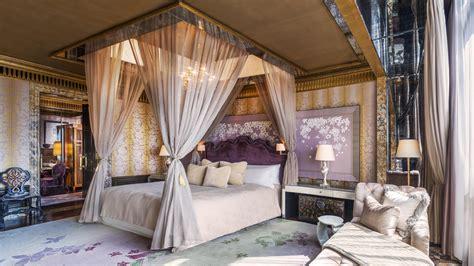 extravagant hotel suites  singapore