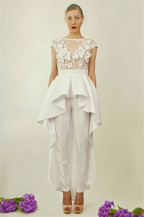 17 Impossibly Pretty Solange-Inspired Bridal Jumpsuits | Bridal jumpsuit Weddings and Wedding