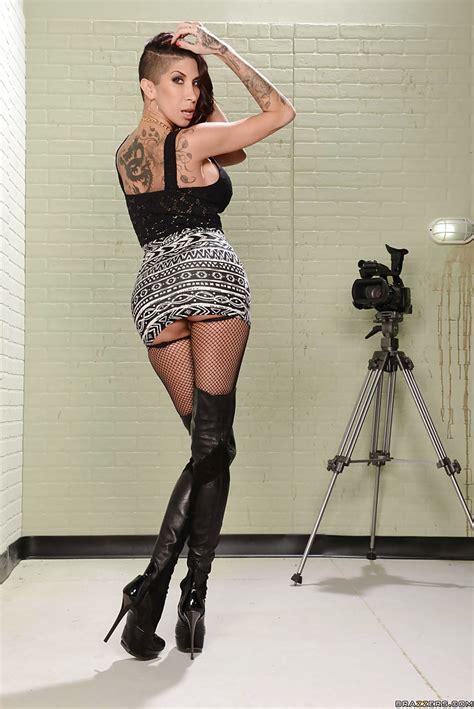 Super Hot Milf Latina Kayla Carrera Showing Off Her