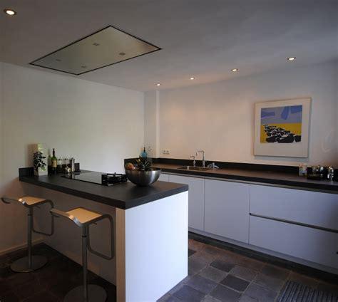 schiereiland keuken moderne greeploze keuken met schiereiland in giessenburg