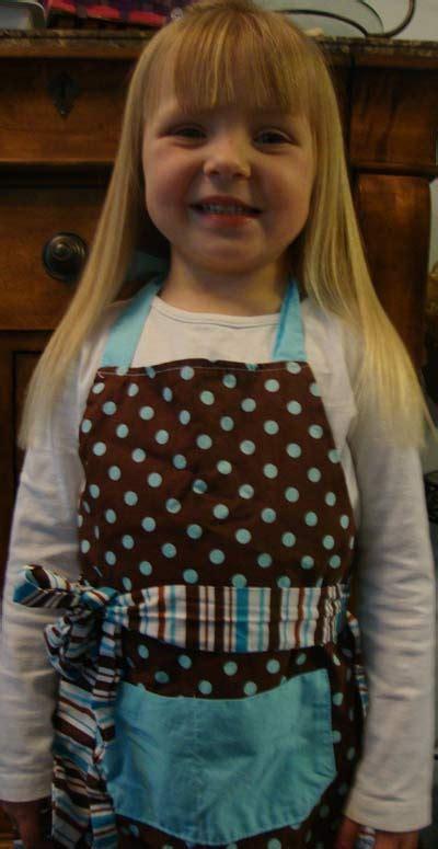 matching mom kid aprons  flirty aprons  mothers