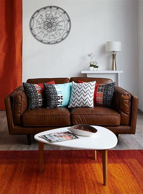 canape vintage alinea les 25 meilleures idées concernant décor de canapé marron