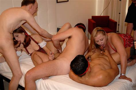 Ukpornparty Sexy Uk Amateur Hotel Gangbang Party Nude Gallery