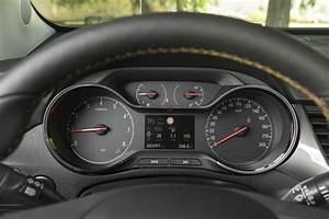 Opel Crossland X Fiche Technique : essai comparatif l 39 opel crossland x d fie le renault captur 2017 photo 39 l 39 argus ~ Medecine-chirurgie-esthetiques.com Avis de Voitures