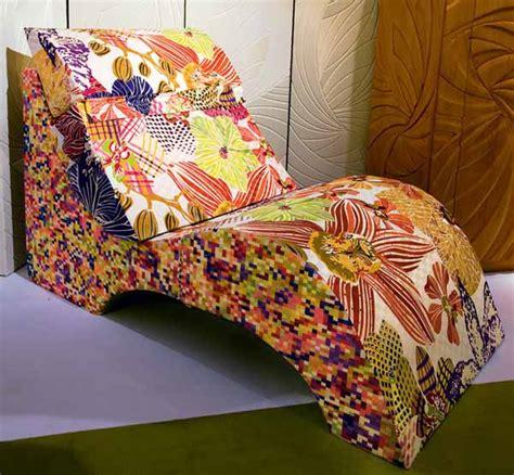ways  add tropical decor theme  bright color