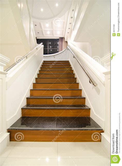 escalier interieur de villa villa moderne int 233 rieure escalier en bois image stock image 25711191