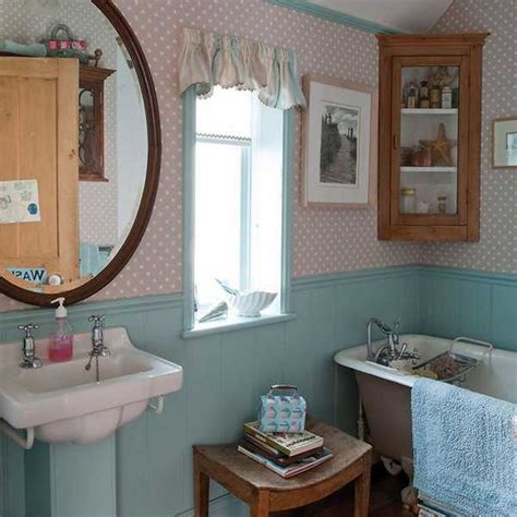 Vintage Retro Bathroom Decor by Creative Interior Decorating In Vintage Style Bringing