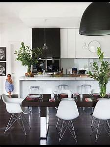 Pendant lighting island bench : Black and white kitchen with glass pendants over island