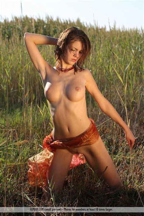 Mirjam Belle Rousse Nue Au Milieu Des Pis De Bl S Pour Femjoy