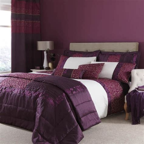 Luxurious Plum Embroided Quilted Damask Duvet Quilt Cover