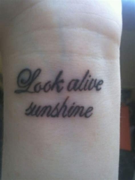ideen fuer handgelenk tattoo werden sie unique im trend