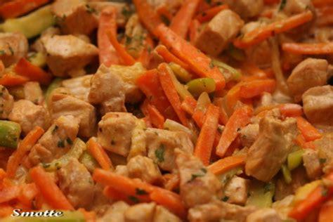cuisiner des petit pois emincé de porc aux petits légumes les goûts les couleurs de smotte
