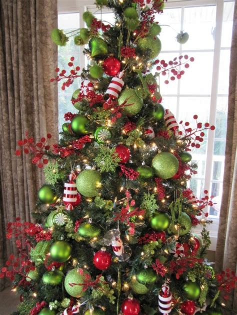 green christmas decorating ideas 35 christmas d 233 cor ideas in traditional red and green digsdigs