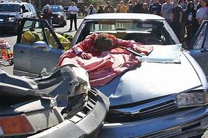 Mock car crash teaches LHS students OUI lesson - Local ...
