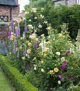 creation parterre fleurs cobtsacom With modele de jardin moderne 0 1001 conseils et modales pour creer une parterre de fleurs