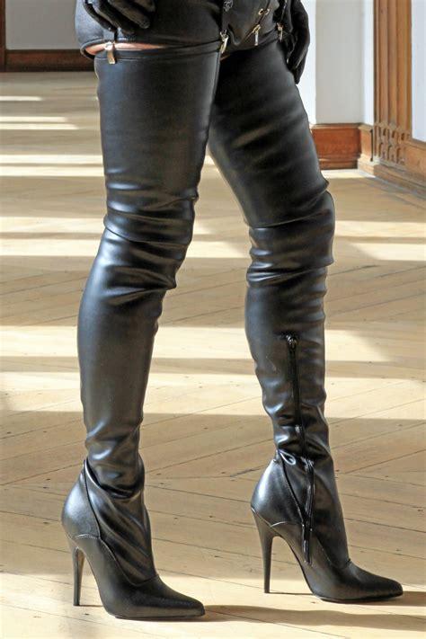 schwarze crotch overknee stiefel von miceli fashion