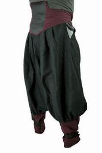 hakama pants from the back when using kyahan on legs ...