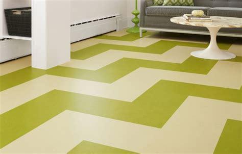 install  linoleum tile floor   house