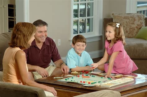 File:Family playing a board   Wikimedia Commons