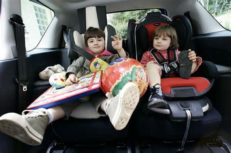 siege auto voiture comment mettre trois siege auto dans une voiture