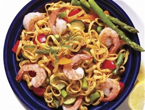 pates au fruits de mer surgeles linguines au pesto et aux crevettes recette iga p 226 tes fruits de mer recette facile
