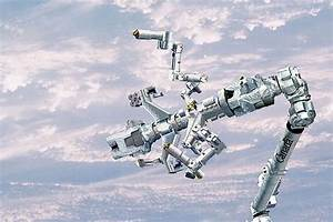 The Canadarm- Canada waves to the world every time its 15 ...