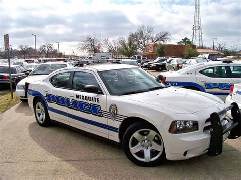 foto de Woman faces felony after posting photo of undercover cop