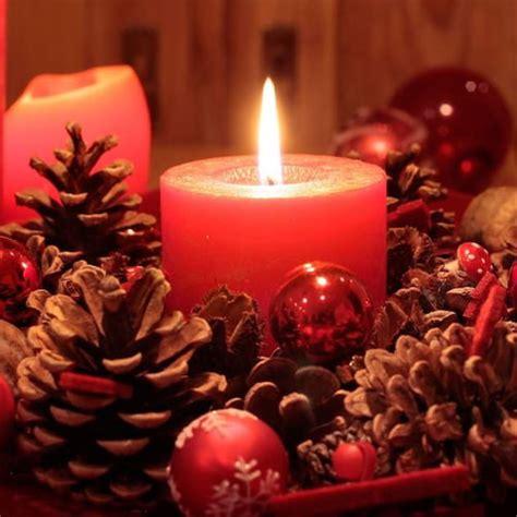 composizioni con candele candele natalizie composizioni fai da te