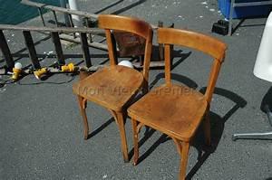 Chaise De Bistrot Bois : deux anciennes chaises en bois baumann ~ Teatrodelosmanantiales.com Idées de Décoration