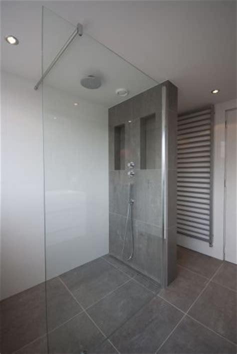 tegels 60x30 wit 25 beste idee 235 n grijze badkamers op