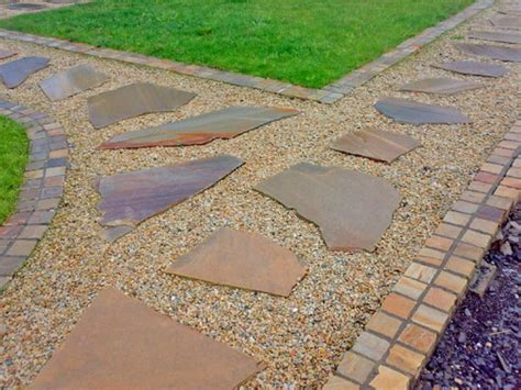 Some Creative Garden Stepping Stones Ideas To Beautify