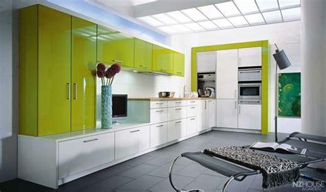 cuisine blanche et verte cuisine verte pour un intérieur naturel et doux