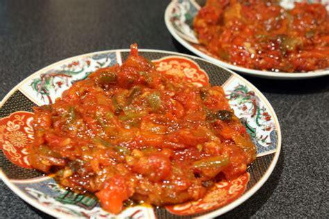 la cuisine sans sel mechouia improvisée compotée de tomates et poivrons grillés chez requia cuisine et