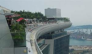 Infinity pool - Picture of Marina Bay Sands Skypark ...