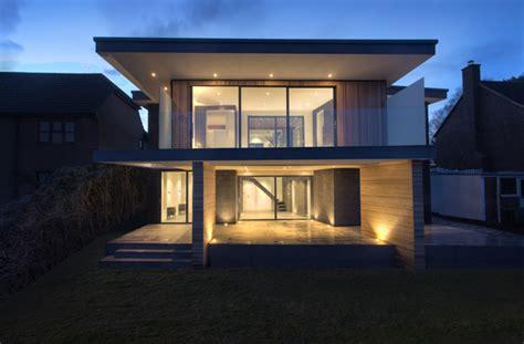maison moderne avec toit maison contemporaine avec toit terrasse et bardage bois