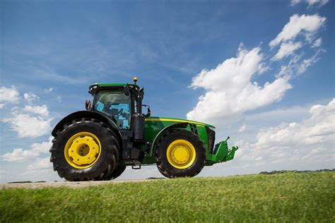 John Deere introduces new 7R and 8R Series tractors