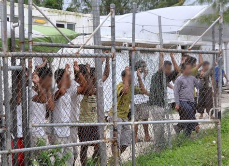 australian immigration bureau deal with australia to resettle 1800 refugees from nauru