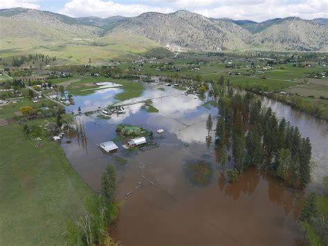 canada  missing  evacuated  floods