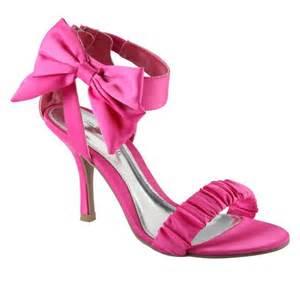 fuschia wedding shoes looking for pink shoes for my wedding dress weddingbee