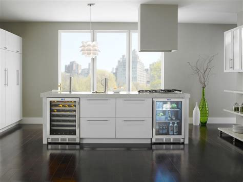 hgtv kitchens with white cabinets kitchen bay window ideas pictures ideas tips from hgtv 7025