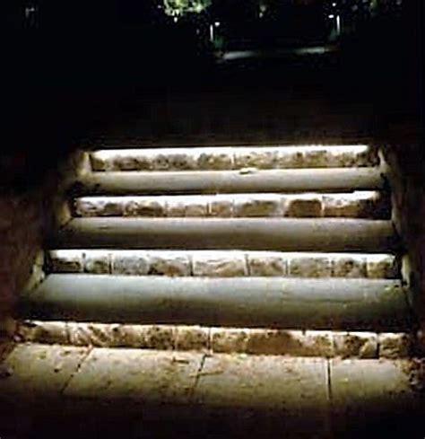 Illuminazione A Led Per Esterno Strisce Led Esterno Illuminazione Gradini Giardini Verdi