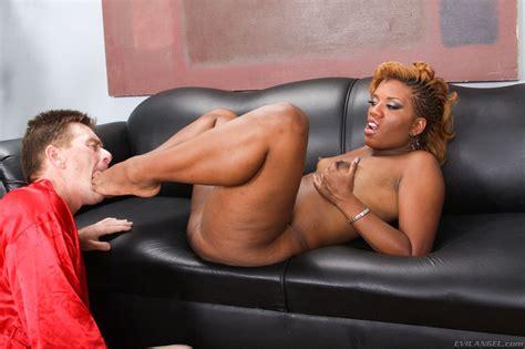 Big Assed Ebony Chick Sydnee Capri Smothers White Guy
